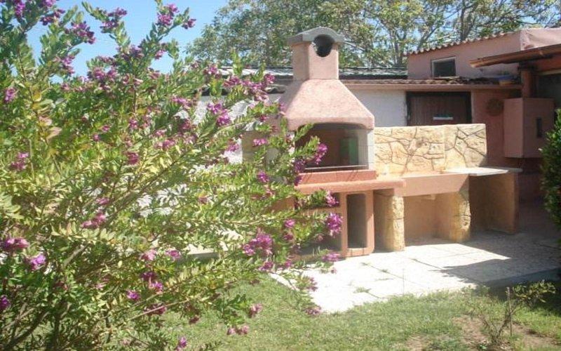 MAISON  avec barbecue,parking,FREE WI-FI,veranda,prè vert, holiday rental in Olmedo