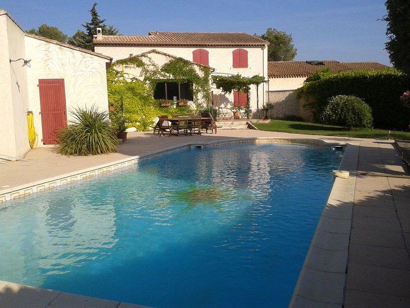En Campagne Aixoise, spacieuse maison familiale - avec piscine - 8 personnes, holiday rental in Puyricard
