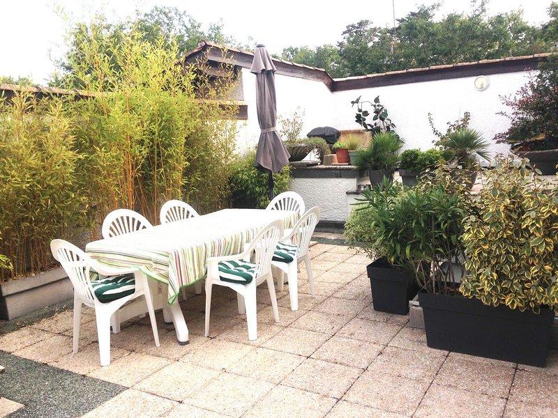 loc d'un appartement, 5mn à pied Plage Pereire , calme, terrasse 90 m2, 8 coucha, location de vacances à Arcachon