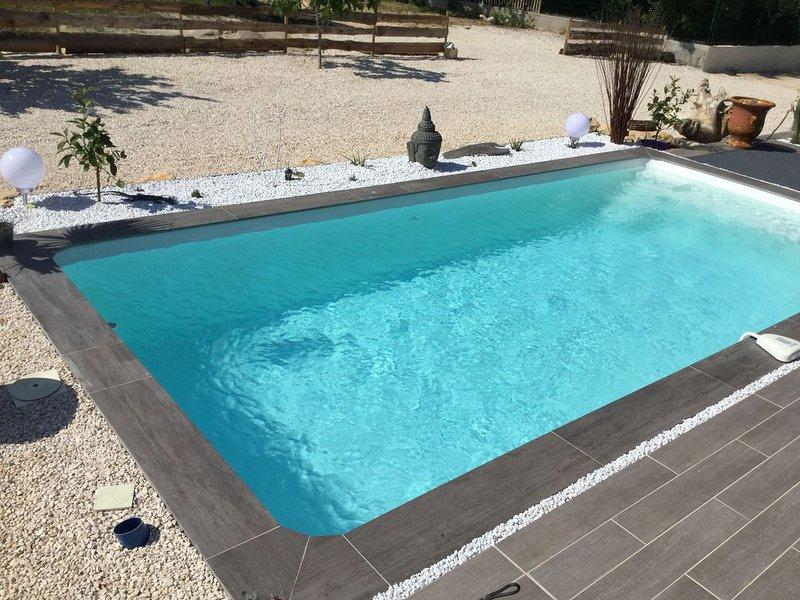 Villa St victorienne au calme avec piscine  8 personnes, holiday rental in Saint-Paul-les-Fonts