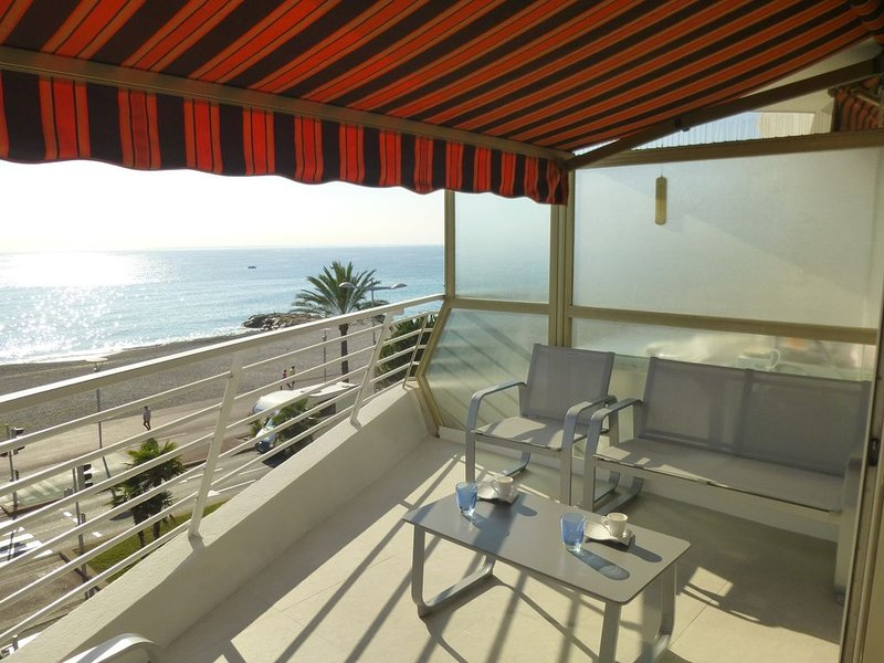 FACE MER - VUE EXCEPTIONNELLE - luxueux 2 P climatisé + parking, alquiler de vacaciones en Cagnes-sur-Mer