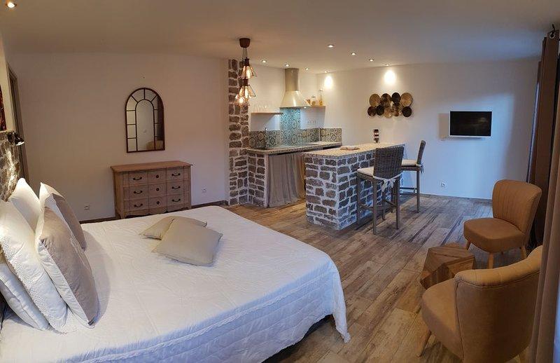 Rez de villa indépendant, holiday rental in Tizzano