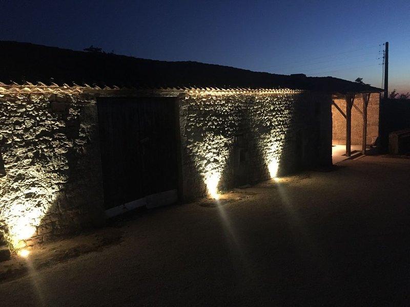 Propriété du 18ème au cœur des vignes avec vue dominante sur la vallée du Lot, location de vacances à Thézac