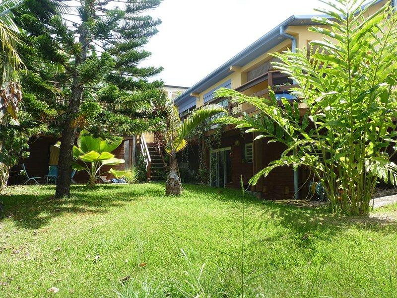 Villa spacieuse, jardin arboré  et spa, vacation rental in Petite-Ile