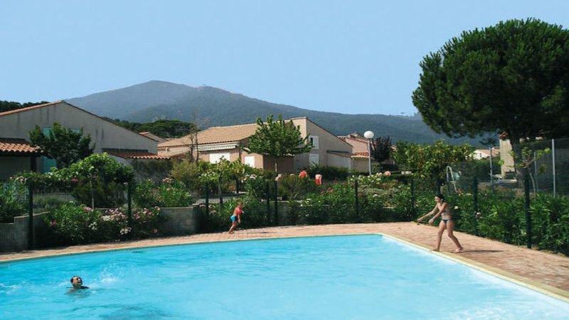 Agréable VILLA de Vacances climatisée-Véranda-jardinet et accès Piscine-Tennis – semesterbostad i Sorede
