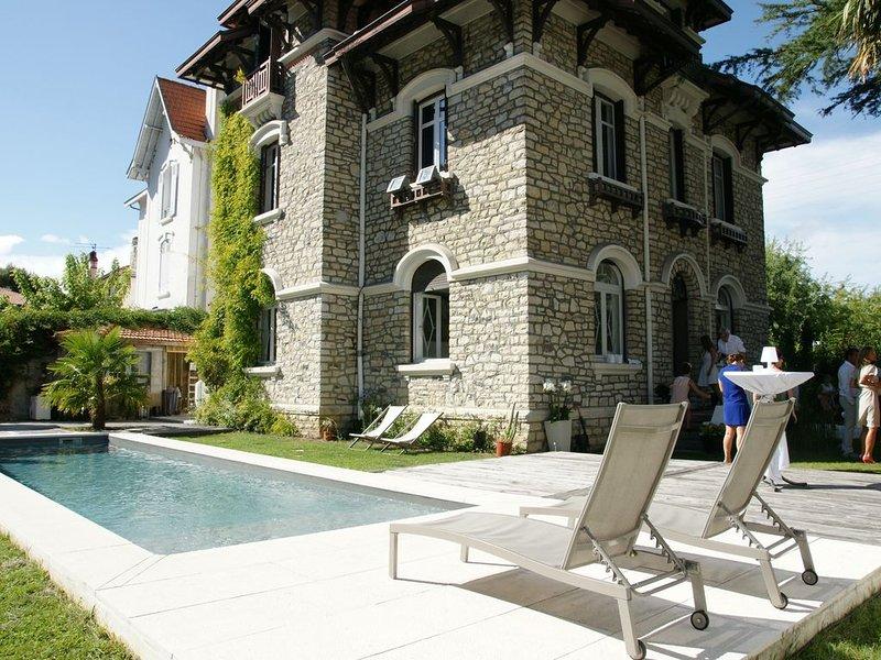 Location vacances côte basque belle maison + Piscine chauffée, vacation rental in Bayonne