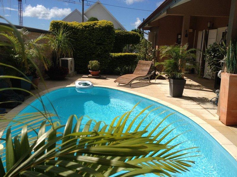 Belle Villa bien équipée et meublée pour 5 à 6 personnes avec piscine, alquiler vacacional en Bras-Panon