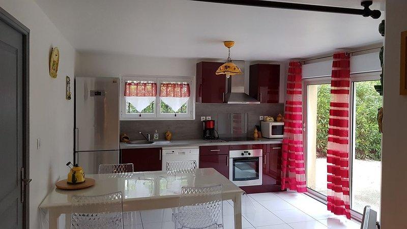Appartement T2 /3 de 55 m2  rez de villa proche CASSIS AUBAGNE LA CIOTAT, holiday rental in Carnoux-en-Provence