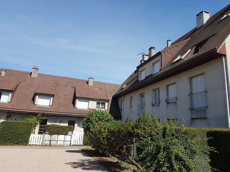 Charmant duplex à Courseulles-sur-mer, vacation rental in Fontaine-Henry