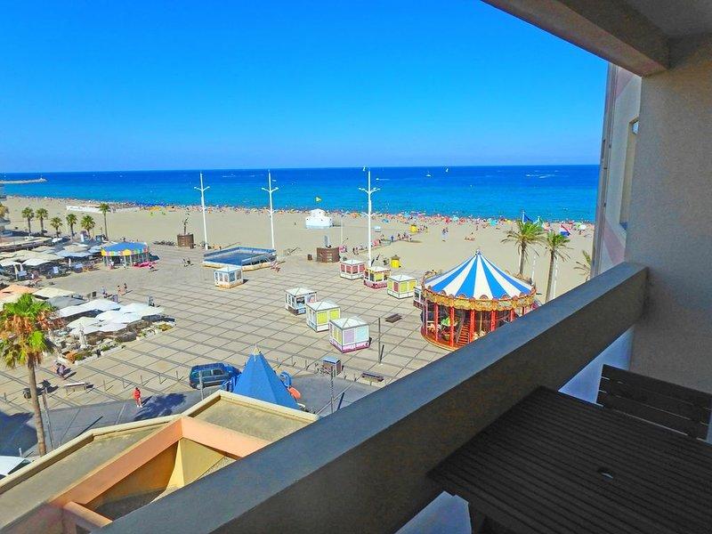 T. beau studio 30m² terrasse, plein centre, rénové, vues mer et Canet magnifique, holiday rental in Canet-en-Roussillon