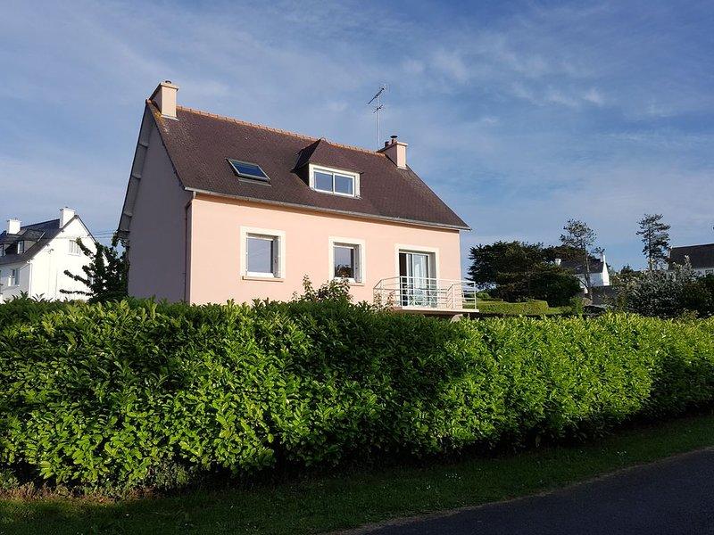 En Bretagne, proche cap Frehel, maison 10/12 pers, 350 m de la plage, vue mer., casa vacanza a Frehel