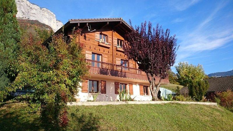 Chalet en lisière de forêt entre Annecy et La Clusaz, holiday rental in Aviernoz