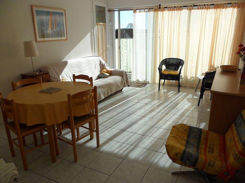 Appartement spacieux et agréable avec jardin privé 100m2, alquiler vacacional en Le Grau-du-Roi