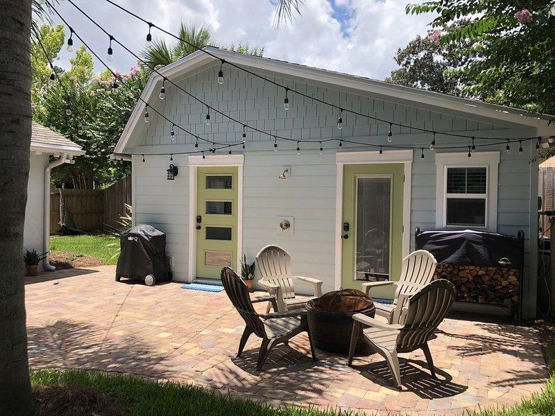 North Florida Jacksonville Crepe Myrtle Cottage (Tiny House), vacation rental in Southside