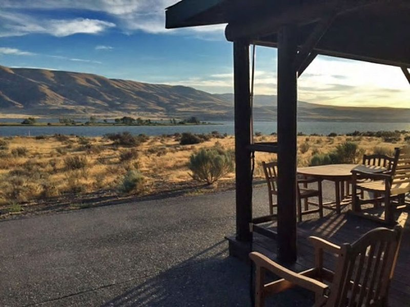 Desert Aire Riverview Home, holiday rental in Vantage