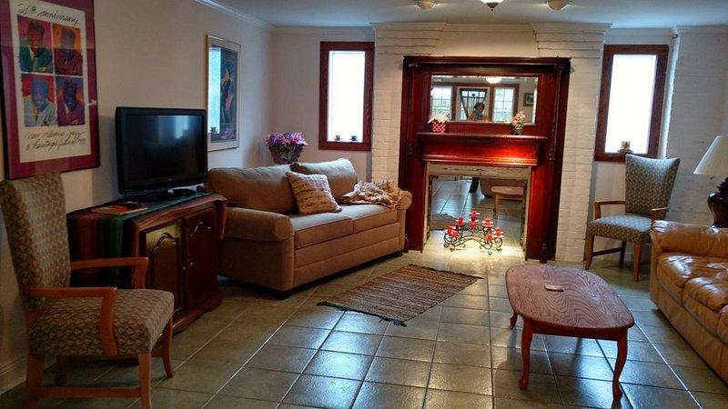 Beautiful 1 Bedroom in Safe, Historic Neighborhood, alquiler vacacional en Kenner