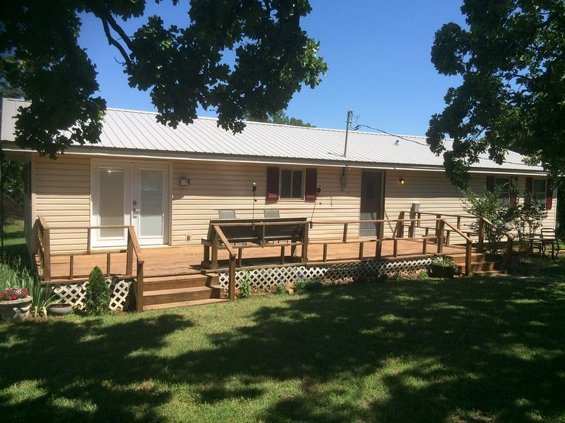 3BR/2BA Skiatook Lake House - Best View on the Lake!, holiday rental in Sperry