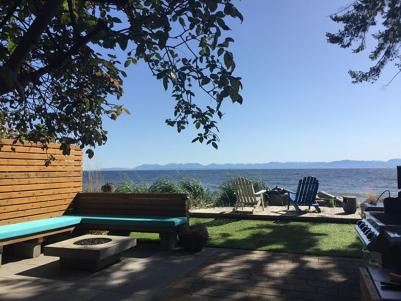 Most Charming Beach Cottage on the Sunshine Coast of British Columbia, vakantiewoning in Roberts Creek