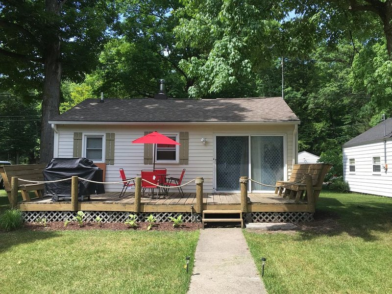Logan's Run Cottage on Muskegon River, holiday rental in Fremont