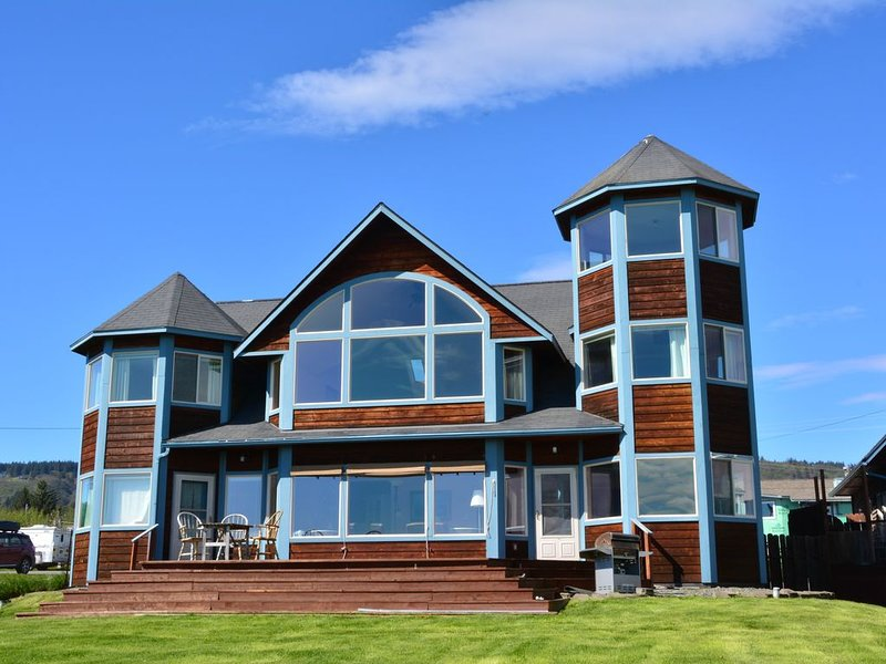Seaside Lodge on Bishop's Beach with Spectacular views of Kachemak Bay!, alquiler vacacional en Seldovia