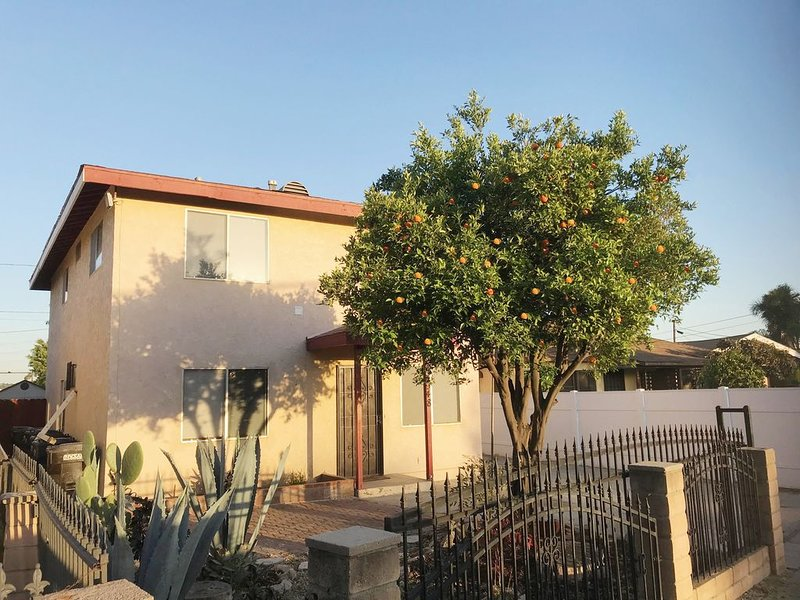 ♥ Beautiful home close to Disneyland and all LA and Orange County attractions, location de vacances à Downey