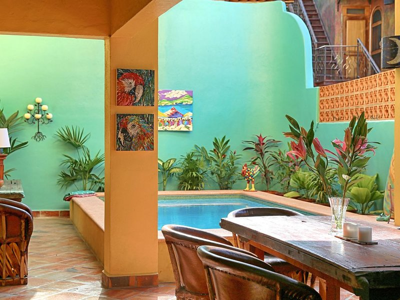 Private Villa steps from town & beach. Huge kitchen/Pool/Wifi/AC, holiday rental in Sayulita