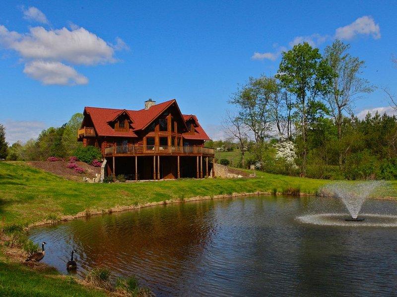 Luxury Log Cabin, 6,000 sq. ft, Mill Spring, NC, 6 bedrooms, Sleeps 11 - 3.5 Ba, holiday rental in Mill Spring
