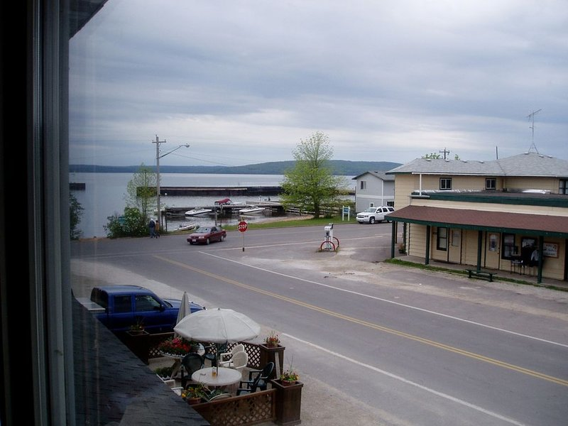 Downtown Island Condo, vacation rental in Ashland