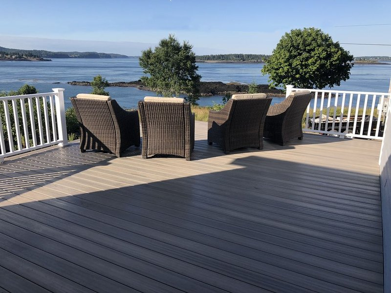Watch the whales from your deck!, vacation rental in Eastport