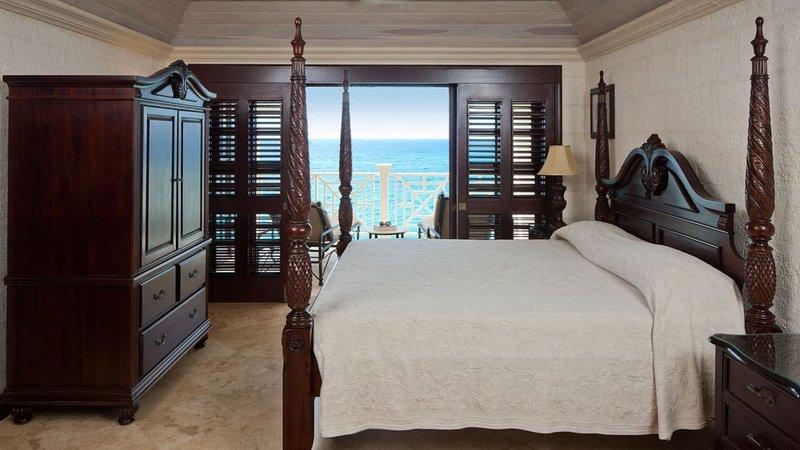 The Beautiful Crane Resort, vacation rental in Six Cross Roads