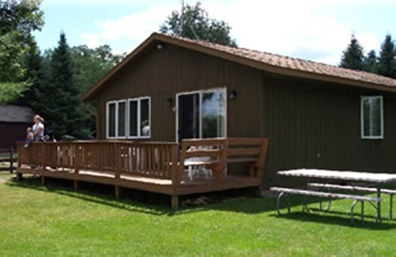 Cedar Year Round Cottage Rental, holiday rental in Star Lake