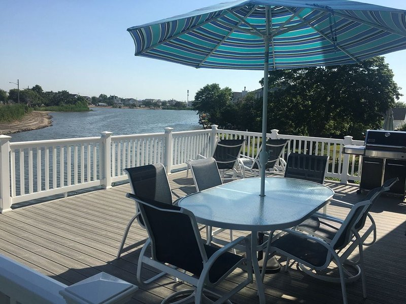 Walk to Beach!  Lakeside FAMILY Vacation Home, holiday rental in Lakewood