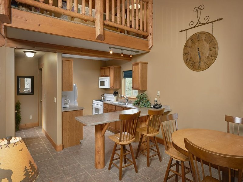 A Lodge Style Cabin, Stunning Mountain Views, 1 1/2 Miles To Town, Dogs Ok, vacation rental in Salida