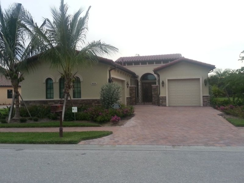 Beautiful 3 year old Estate Home in TCP Treviso Bay., holiday rental in Keewaydin Island