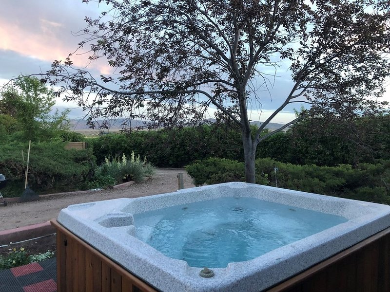 Large, Private & Charming retreat is ultimate upscale stay near Cody, Y.S. Park, holiday rental in Powell