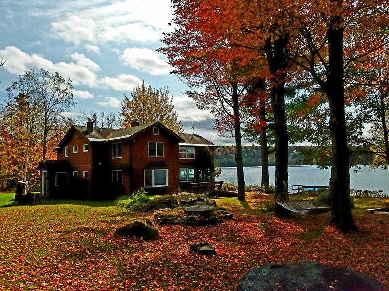 White Mountain Lakefront Retreat, vacation rental in Whitefield