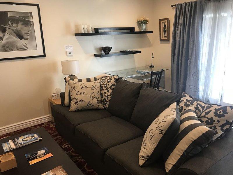 Contemporary And Comfy, 2 Bedroom 2 Bath Unit, vacation rental in Roland
