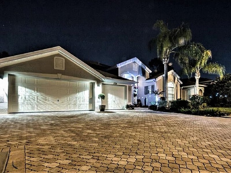 Visit Savvy's Place, - A Large Executive Vacation Home with Private Pool, holiday rental in Tarpon Springs