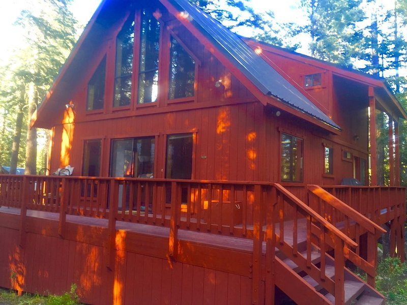 Tahoe area Cabin, Pet Friendly, 3 miles to Sugar Bowl, On x-country ski trail, alquiler de vacaciones en Soda Springs