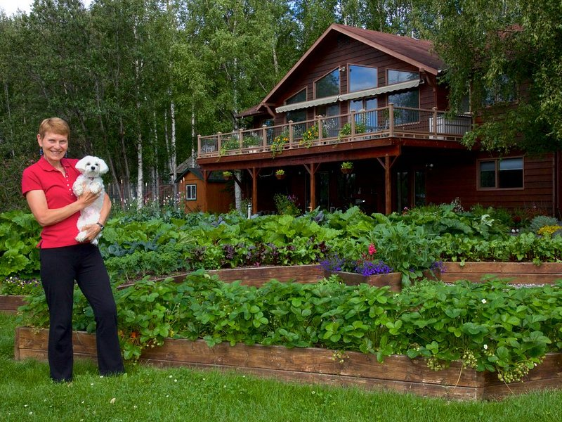 Lakeside Gardens, 2 BR apt. in private home just feet from the garden and lake!, vacation rental in Wasilla