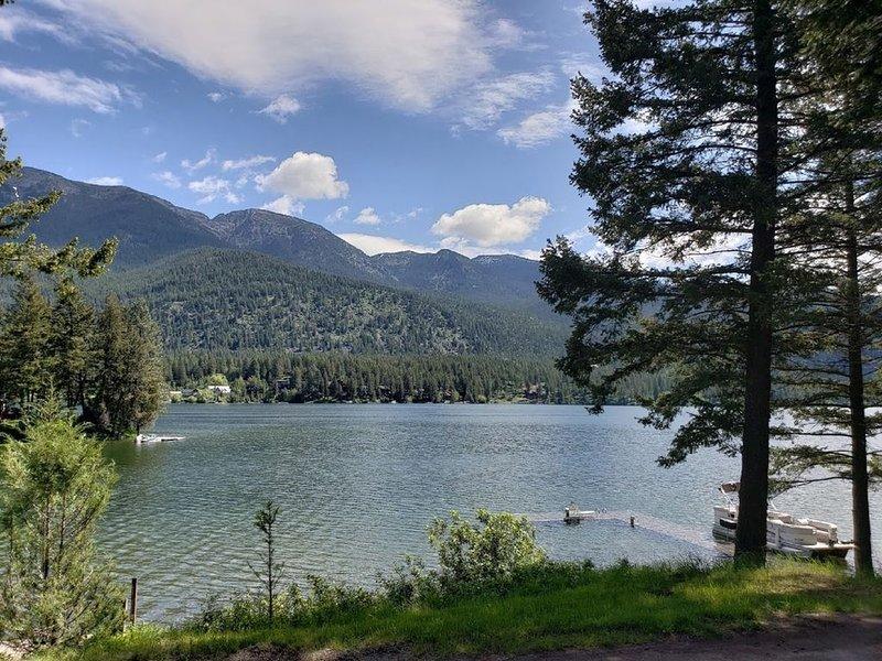 Lake Blaine Retreat - memories at the lake always last a lifetime, location de vacances à Kalispell