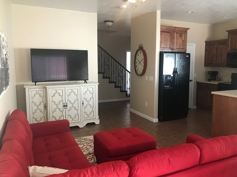 Beautiful Remodeled Townhouse!, holiday rental in Cedar City