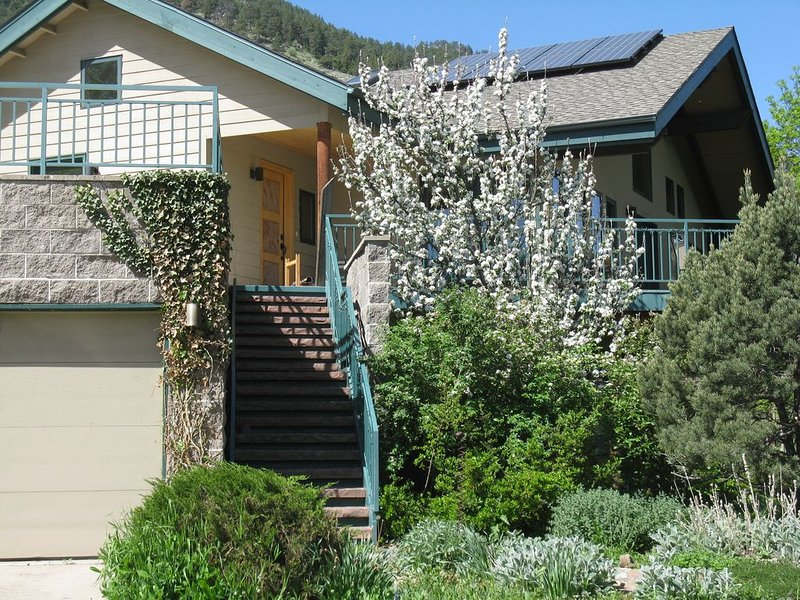 Foot of Flagstaff Mountain - spacious home, holiday rental in Eldorado Springs