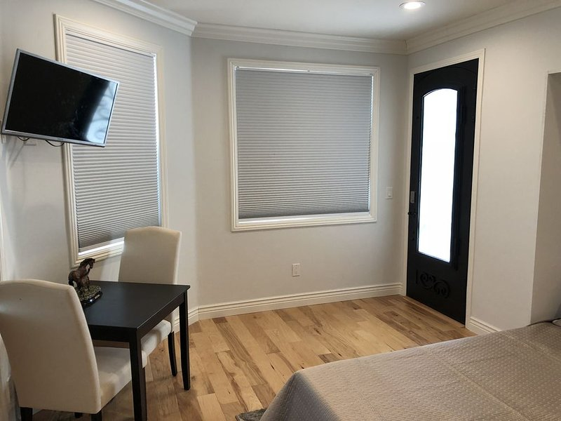 Beautiful private studio in new house directly across new Apple campus entrance, vacation rental in Sunnyvale