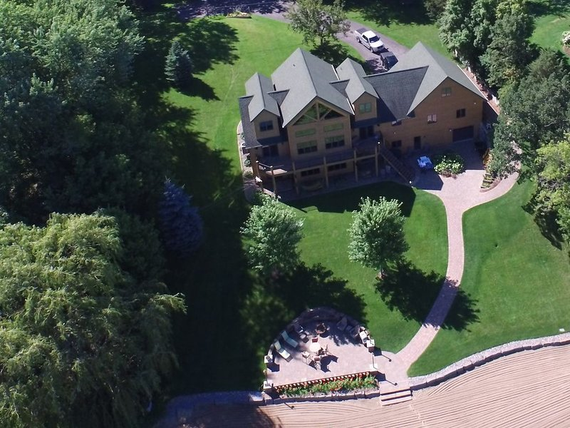 Spacious Lake Home on Private Resort-like Beach, One hour from Mpls!, vacation rental in Buffalo
