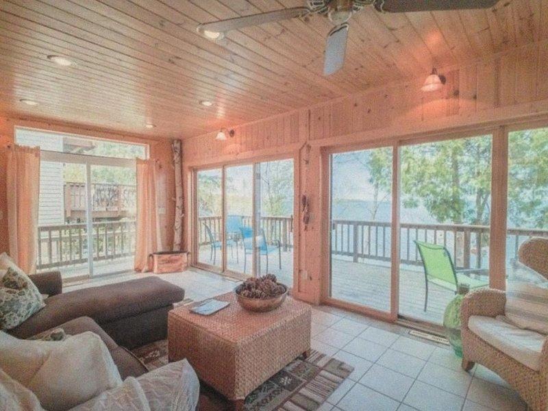 Amazing Lakefront Home on South Shore of Leech Lake east of Walker, alquiler de vacaciones en Hackensack