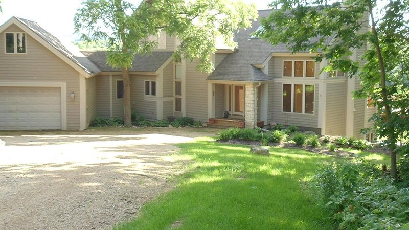 Lakeside is a spacious, flowing home located on the north shores of Lake Galena, holiday rental in Galena