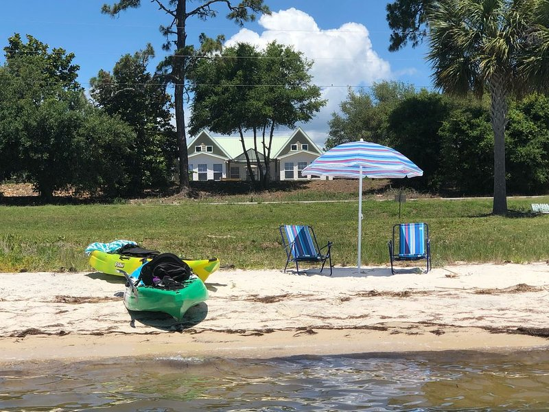 BOOK FOR NOV & SPRING BAYFRONT HOME W LG PRIVATE POOL - MINS FROM SGI & APALACH, location de vacances à Carrabelle