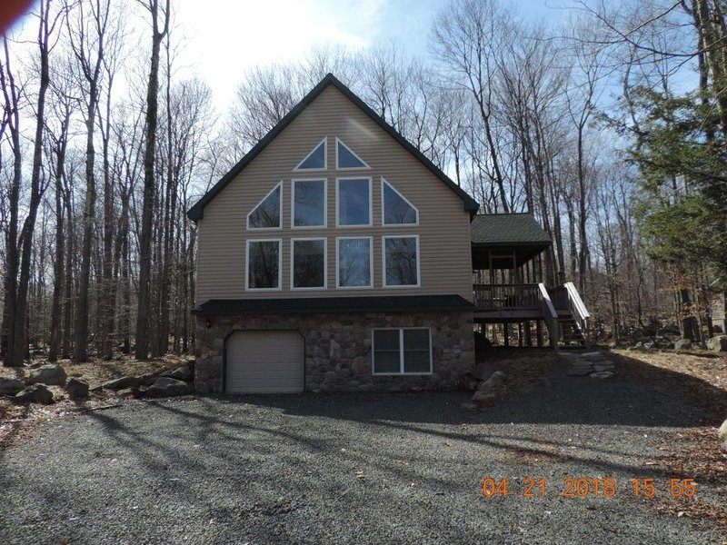 Fabulous newer home with great amenities!  One look and you'll be sold!, vacation rental in Gouldsboro