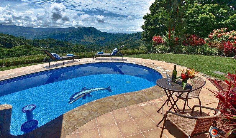 Villa Las Palmas- Pool, Ocean View, Close to the Beach!!, aluguéis de temporada em Guapil